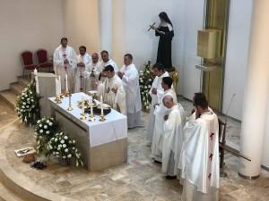 komunita okolo oltára